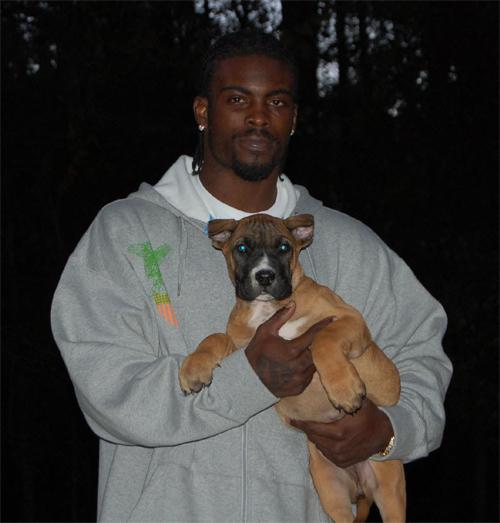 michael-vick-with-dog