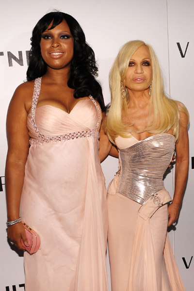 (L-R) Singer Jennifer Hudson and designer Donatella Versace attend the 2009 Whitney Museum Gala at The Whitney Museum of American Art on October 19, 2009 in New York City.